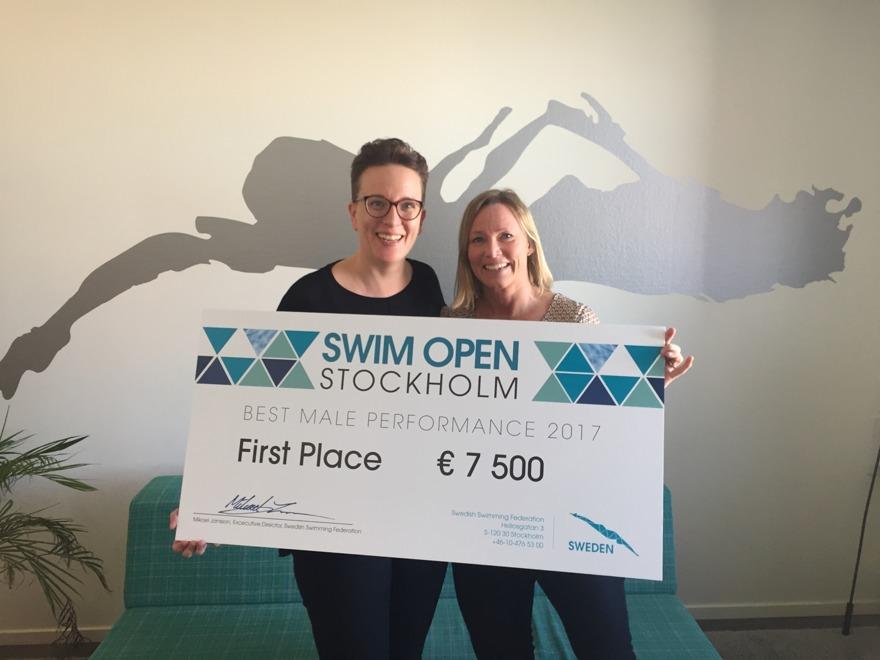 Större checkar, mer pengar - på Swim Open 2017. Bästa prestation på dam och herrsidan får Euro 7500.