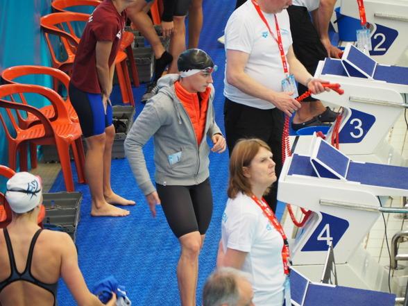 Katinka Hosszu inleder sin maratonföreställning med deltagande i alla damgrenar under Swim Open Stockholm. Den första grenen idag var 200m fritt som inleddes med en simning på 1.58