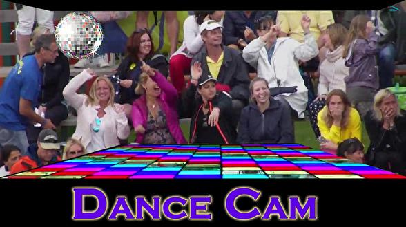 Dance Cam kan man hamna i om man är på hugget på läktaren. För dig som sitter hemma så logga in på  http://www.simidrottstv.se - för att se Sum-Sim (och lite mer än bara ovationerna på läktaren!