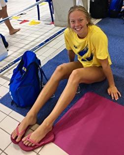 Först ut av alla svenskar på VM är Louise Hansson - på 100m fjärilsim