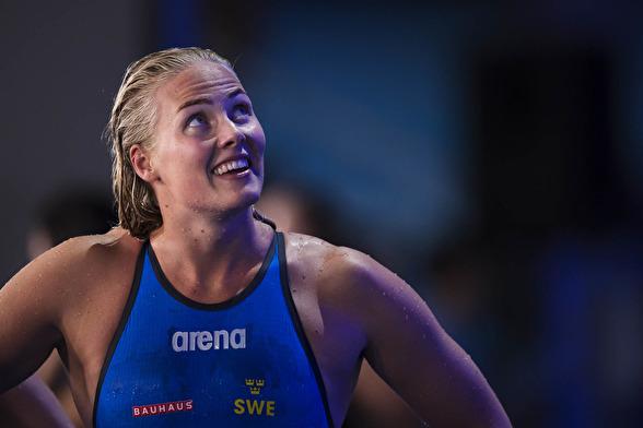 Sveriges Michelle Coleman ler efter att ha tävlat i semifinalen på 100 meter frisim