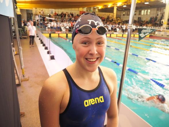 Emelie Fast Södertörn född 2004 - blev bronsmedaljös på 100m bröstsim med personliga rekordet 1.08.59