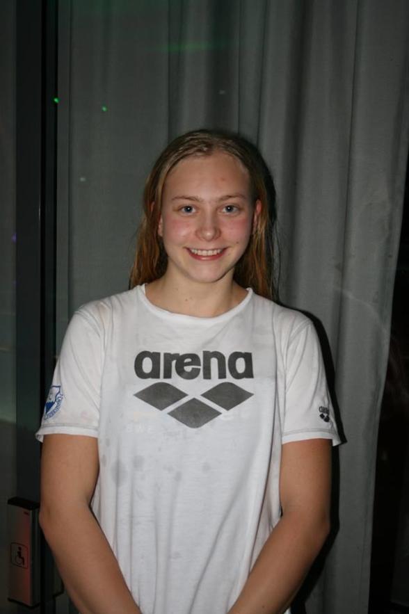 Hanna Bergman heter söndagens första mästarinna genom att vinna 400m fritt
