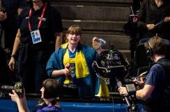 Den här svenska flickan fick Sarah Sjsötröms guld på 100m fjäril - klicka på bilden!