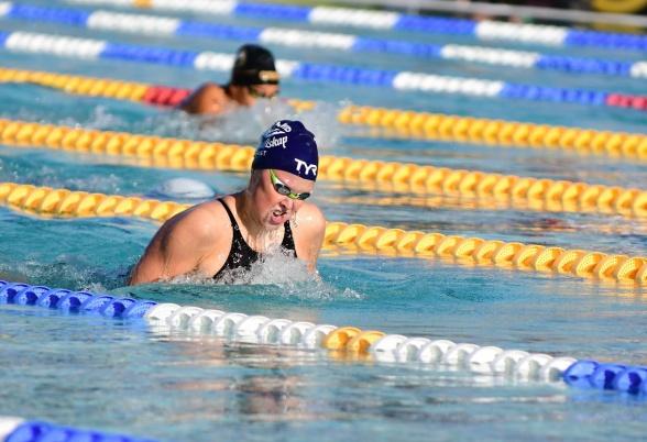 Emelie Fast från Södertörn har simmat hem två nya Sum-Sim rekord under tävlingarna i Malmö