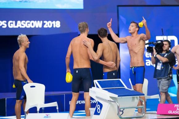 Glädje när detsvenska laget på 4x200m fritt gick till final idag.