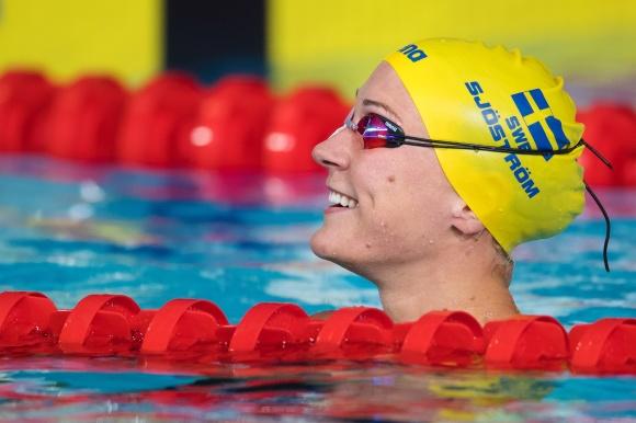 Sarah Sjöström gjorde en mycket bra simning på 50m fjärilsim i försöken. Klart först med sina 25.11 och det ser ut som om hon skall kunna vinna det har med hur mycket som helst.