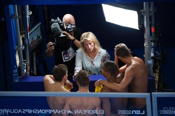Maria Wallberg på SvT snackar med herrarnas medleylag