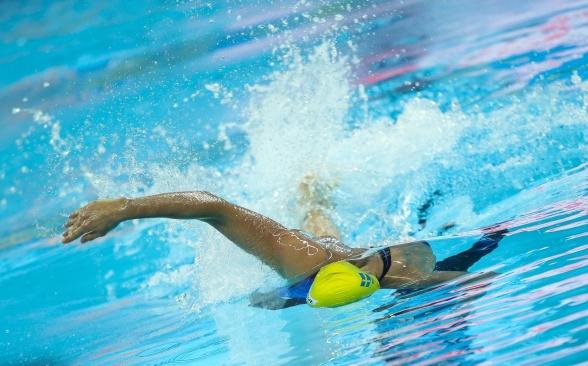 Michelle Coleman vidare till finalen på 100m fritt