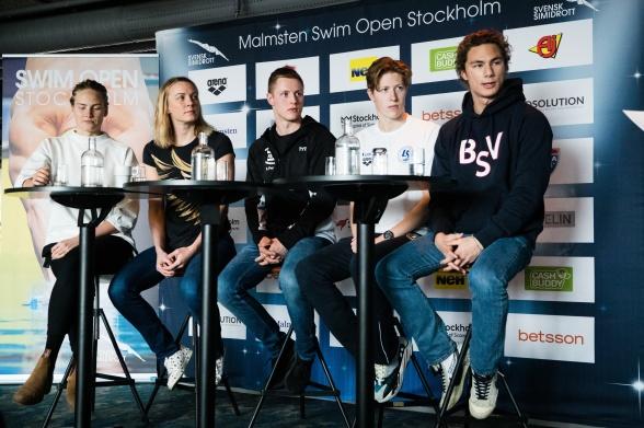 Från torsdagens presskonferens i Stockholm inför Swim Open. Frv Michelle Coleman, Sarah Sjöström, Erik Persson, Henrik Christiansen och Tomoe Zenimoto Hvas.