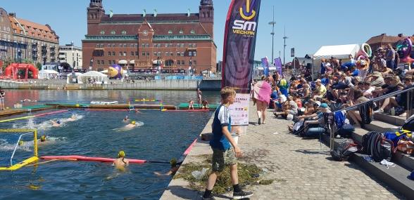 Posthusplatsen och Hamnbassängen i Malmö där Beach-SM i vattenpolo spelas (klicka på bilden)