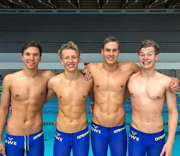 Svenska laget som kvalade till dagens final i 4x100m fritt: frv  Robin Hanson, Johan Rydahl, Elias Persson och Daniel Fischer!