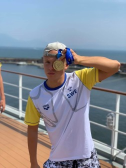 Victor segrare i Universiaden. En unik titel i svensk idrott.