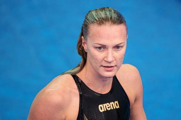En mycket trött Sarah Sjöström efter semin på 200m fritt.