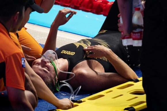 Sarah Sjöström däckade efter 200m fritt idagens finalpass. Hon simmade lite mer än vad hon är tr'änad föär och då kan de gå så här. Ibland....