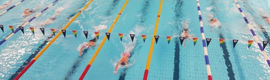 inledningsgrenen 400m fritt herrar efter simmade 100 meter