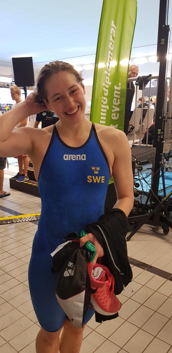 Ida Liljeqvist vann juniorernas 50m fjärilsim och leder grenen inför finalerna-