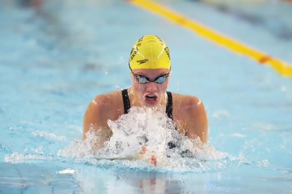 Klara Thormalm leder 100m medley efter försöken
