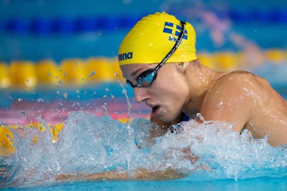 Första simningen under 1.06 för Jessica Eriksson gav en plats i semifinalen ikväll