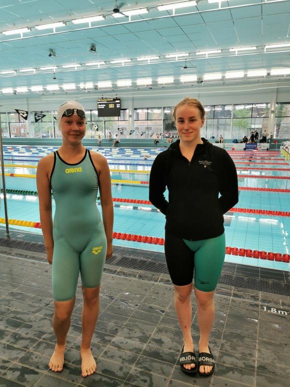 Två simmerskor från Umeå Simhall
