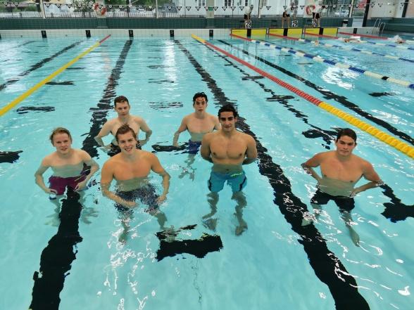Simmare i Umeå som startade sina tävlingar under fredagen. I Umeå fins simmare från Umeå Simsällskap och Luleå bland deltagarna.