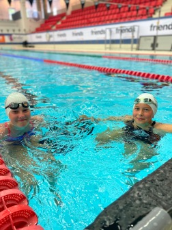 Helsingborg: Två simmerskor från HS