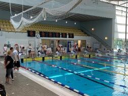 Stockholmspolisen simmar i Eriksdalsbadet
