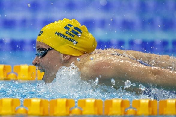 Louise Hansson leder 100m fjärilsim efter försöken