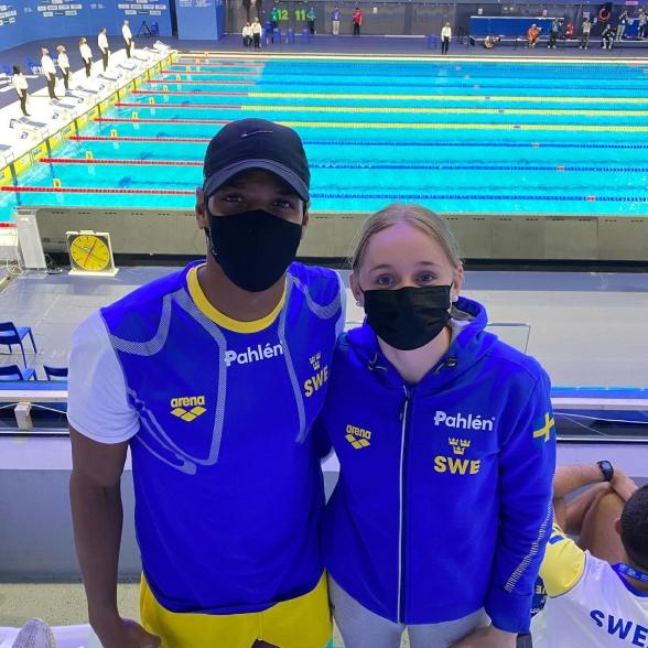 Äldst och yngst i den svenska simtruppen. Simon Sjödin 35 år och Lisa Nystrand 15 år. Foto: Ulrika Sandmark