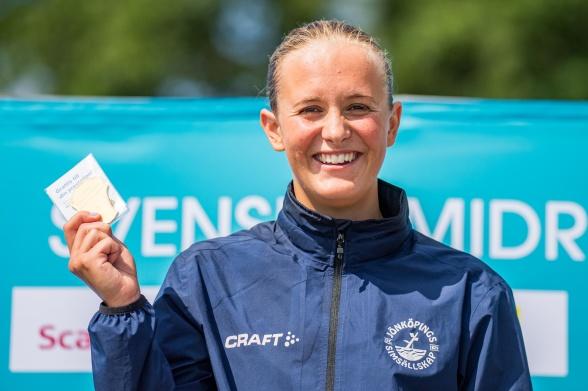 Annie Hegmegi satsade på 100m ryggsim idag och vann !!
