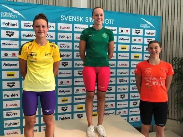 Prispallen för 18-års damernas 200m fritt