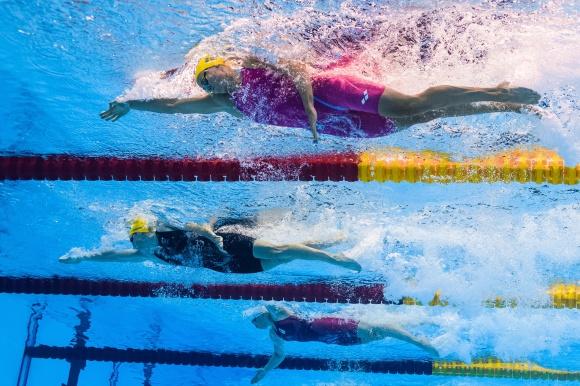 Micheklle Coleman på väg mot semifnale på 100m fritt