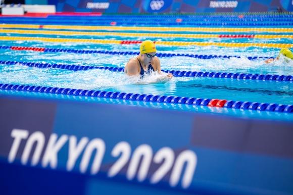 Sophie Hansson stormar mot personlit rekord på 200m bröstsim