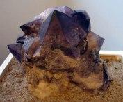 Ametistkristaller kan bli ganska stora och växer ofta i kluster.