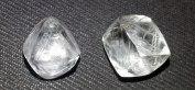 Topas slipas ibland för att se ut som råa diamantkristaller, syftet med det är att lura okunniga köpare. Skälet att man använder just topas är att topas har ungefär samma densitet som diamant.