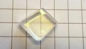 Kalcit har så hög dubbelbrytning att man lätt ser den med blotta ögat i transparent material.