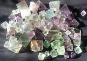 Fluorit kristalleiserar ibland som oktaedrar vilka kan vara ganska dekorativa. Det är dock så att tack vare att fluorit har så tydlig spaltning är det enkelt att själv skapa dessa oktaedrar ur den betydligt vanligare massiva fluoriten.