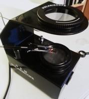 I ett polariskop kan man se om en ädelsten har vissa optiska egenskaper vilket är till hjälp vid identifiering.