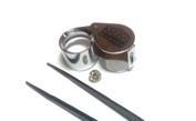 Lupp med 10x förstoring och pincett är gemmologens viktigaste verktyg.