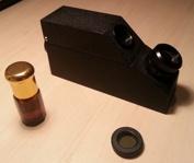 Refraktometer är ett viktigt instrument för gemmologer. Det mäter ljusbrytning i stenar och ofta får man ett väldigt exakt värde vilket är till stor hjälp vid identifiering.