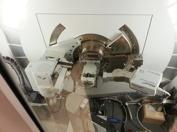 """XRD, röntgendiffraktion är den äldsta varianten av """"avancerade"""" instrument som används inom gemmologin. Dess betydlese blev stor under 1920 talet och framåt för att hjälpa till att särkilja naturliga och odlade pärlor. Idag är XRD ett mycket vanligt instrument inom både gemmologi, mineralogi och kristallografi."""