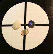 """Med ett """"clarity cross"""" får man hjälp att bedömma transparens hos opal."""