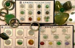 Jade är ett material som kräver stor kunskap hos den som handlar eller värderar föremål. Värdet på jade skiljer oerhört mycket beroende på kvalitet, färg och eventuella behandlingar.