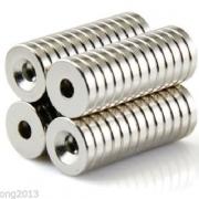 Neodymium magnet N50 - 3 st på snöre.