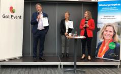 Göteborgsminglet 2019 på Scandinavium med KSO Axel Josefson (M) och Lotta Nibell, VD för GotEvent. Anneli Egestam, arrangör och moderator t h i bild.