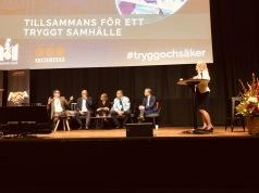 Jonas Trolle, Magnus Ranstorp, Britt-Marie Petersson, Stefan Sintéus och Mikael Damberg i samtal om att förebygga radikalisering och gängkriminalitet. Moderator Anneli Egestam.