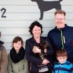 Ossie med matte Veronica, husse Jens och barnen