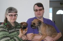 Tyra med mamma Olga, matte Maria och husse Peter
