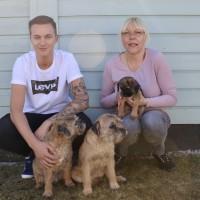 Jack med matte och lillhusse samt Doris och Hilda