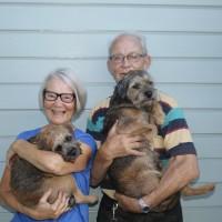 Polly med matte Christine, husse Bror och borderterriern Bob